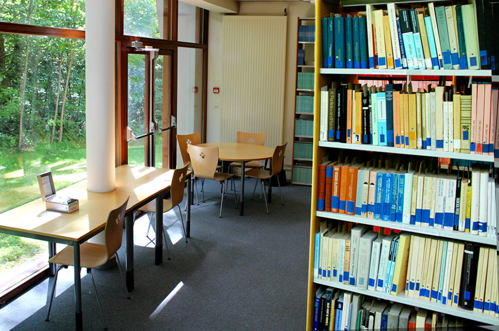 interieur bibliotheque IHES