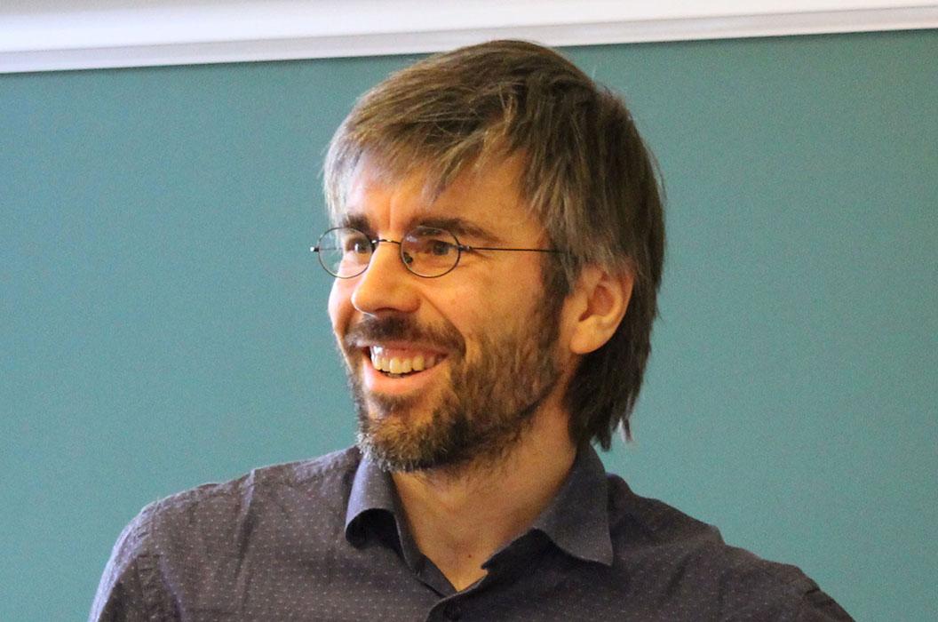 Le professeur Slava Rychkov revient au groupe de renormalisation / renormalization group by S. Rychkov