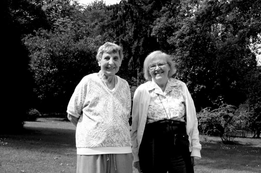Cécile DeWitt-Morette et Yvonne Choquet-Bruhat, IHES (2006)