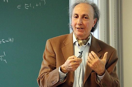 Portrait du professeur Thibault Damour